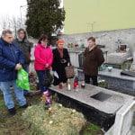 przy grobie Jozefa Pawlika